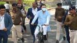 बिहारः बजट सत्र में हिस्सा लेने के लिए साइकिल चलाकर विधानसभा पहुंचे तेजस्वी यादव