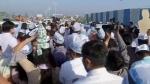 गुजरात: सूरत में 27 सीटें जीतने का जश्न मना रही AAP, दिल्ली के CM केजरीवाल आए, करेंगे रोड शो