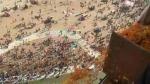 माघ पूर्णिमा: त्रिवेणी घाट पर श्रद्धालुओं के ऊपर प्रयागराज प्रशासन ने हेलीकॉप्टर से की पुष्प वर्षा