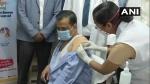 दिल्ली के सीएम अरविंद केजरीवाल ने ली कोरोना वैक्सीन की पहली डोज