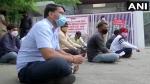 पुणे में रेमडेसिविर की किल्लत, कलेक्टर ऑफिस पर धरने पर बैठे कोरोना मरीजों के परिजन