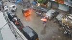 Cyclone Tauktae: मुंबई में मौत के मुंह में जाने से बाल-बाल बची महिला, देखिए हादसे का Live वीडियो
