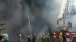 दिल्ली के लाजपत नगर में कपड़े के शोरूम में भीषण आग, दमकल की 16 गाड़ियां मौके पर