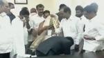 तेलंगाना: IAS अफसर ने छुए मुख्यमंत्री के पैर, ट्रोल होने पर फादर्स डे का दिया हवाला