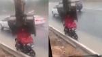 Viral Video: तेज बारिश में भीग रहे बाइक सवार के लिए JCB बनी छतरी, वीडियो देखकर आप भी कहेंगे वाह!