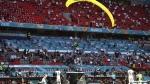 Video: फ्रांस-जर्मनी में चल रहा था फुटबॉल मैच, अचानक बीच स्टेडियम में गिरा पैराग्लाइडर
