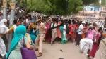 गुरु पूर्णिमा पर आसाराम की एक झलक पाने को बेताब समर्थकों पर चली जोधपुर पुलिस की लाठी