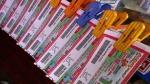 OMG:महिला हफ्तों तक पर्स में लेकर घूमती रही 3 अरब रुपए की लॉटरी, ऐसे चला मालूम