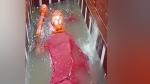 प्रयागराज में लेटे हुए हनुमान मंदिर तक पहुंचा गंगा का पानी, लगे जयकारे