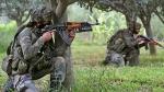 जम्मू-कश्मीर: पुलवामा में मुठभेड़ जारी, सुरक्षाबलों ने लश्कर कमांडर मुस्ताक खांडे को घेरा