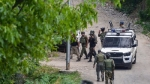आतंकी हमले में पाकिस्तानी कैदी की मौत, तीन जवान घायल