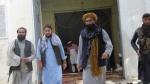 पाकिस्तान एयरलाइंस के उच्चाधिकारियों के माथे पर तानी बंदूक, जानिए किराया कम करवाने का तालिबानी तरीका