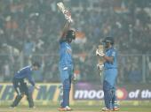 तो अंपायर कुमार धर्मसेना के कारण कोलकाता वनडे हारा भारत?