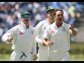 पुणे टेस्ट : ओकीफ के छक्के ने भारत को 105 रनों पर समेटा