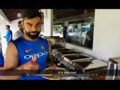वीडियोः देखिए श्रीलंका में क्या खा रही है विराट एंड कंपनी