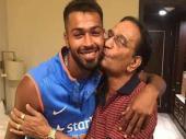 VIDEO: पांड्या ने पिता को दिया सरप्राइज गिफ्ट, हुए भावुक