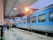 यात्रीगण ध्यान दें, 1 अप्रैल से बदल रहे हैं रेलवे के ये नियम