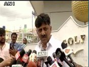 तो इस नेता पर भरोसा कर कांग्रेस ने अपने विधायकों को भेजा बेंगलूरू