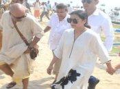 PICs: संगम नगरी पहुंचीं रानी मुखर्जी, किसी ने नहीं ली उनके साथ सेल्फी