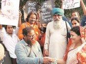 रामनवमी हिंसा: कोलकाता में मुसलमानों ने हिंदुओं को बांधी राखी, कहा- 'दंगे हमारी संस्कृति नहीं'