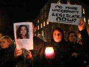 आईरलैंड: आयरिश लोगों ने जनमत संग्रह कर गर्भपात प्रतिबंध कानून को हटाया