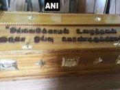 तमिलनाडु: अंतिम विदाई में करुणानिधि के ताबूत पर लिखे गए भावुक शब्द