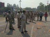 शाहजहांपुर: नाबालिग की मौत से गुस्साए गांव वालों ने पुलिस पर किया पथराव, लाठीचार्च में कई घायल