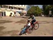 स्कूल साथ जाने के लिए बहन ने दिव्यांग भाई के लिए बनाई अनोखी साइकिल, लोग कर रहे वाहवाही