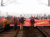 मजदूर संगठनों की देशव्यापी हड़ताल का पहले दिन दिखा असर