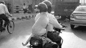 चलती बाइक पर बैठे डॉगी ने क्यों लगाया हेलमेट, वजह है बेहद खास