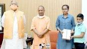 योगी सरकार का बड़ा कदम, आकांक्षा सिंह को संयुक्त टॉपर बनाने के लिए NEET को लिखेगी पत्र