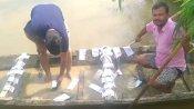 बिहार: नदी में बहते मिले हजारों आधार कार्ड, लोगों ने नावों पर बैठ-बैठकर बाहर निकाले