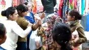 'आंटी' कहने पर महिला ने लड़की को बीच बाजार जड़ा तमाचा, VIDEO में देखिए क्या हुआ फिर?