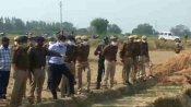 फतेहपुर में सगी बहनों की हत्या, आईजी प्रयागराज ने घटनास्थल का किया निरीक्षण