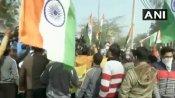 सिंघु बॉर्डर खाली कराने के लिए स्थानीय लोग प्रदर्शन स्थल पर पहुंचे, पुलिस ने किया लाठीचार्ज