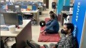 खाते से बैंक ने काटे 1.62 लाख रु., खफा ग्राहक ब्रांच में ही तकिया ले बैठा धरने पर, 24 घंटे में वापस- VIDEO