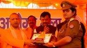 लकड़ी चोरी के आरोप में सस्पेंड हुई कुशीनगर की लेडी SO विभा पांडेय, सीएम के हाथों हो चुकी हैं सम्मानित