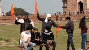 Taj Mahal में फिर लहराया गया भगवा झंडा, लगाए गए जय श्रीराम के नारे, चार गिरफ्तार