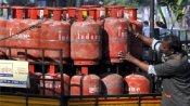 LPG Cylinder Price: नए साल के पहले दिन ही LPG सिलेंडर हुआ महंगा, 17 रुपए बढ़े