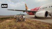 आंध्र प्रदेश: विजयवाड़ा एयरपोर्ट पर लैंडिंग के वक्त खंभे से टकराया एयर इंडिया का विमान, सभी यात्री सुरक्षित