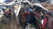 आजमगढ़-गोरखपुर हाईवे पर हुई तीन लोगों की दर्दनाक मौत, तेज रफ्तार ट्रक ने मजदूरों से भरे मैजिक को मारी टक्कर
