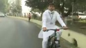 बिहार बजट सत्र: पेट्रोल-डीजल के बढ़ते दामों के विरोध में साइकिल चलाकर पहुंचे राजद विधायक