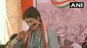 मथुरा: गैंगरेप पीड़िता ने लगाई मदद की गुहार, भाषण रोक मंच से उतरीं प्रियंका गांधी