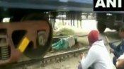 Viral Video: मालगाड़ी के नीचे से निकल रही थी महिला, अचानक चल पड़ी ट्रेन, फिर हुआ कुछ ऐसा