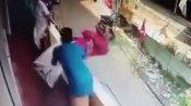 VIDEO: दोस्त की जान बचाने के लिए यमराज से लड़ गया शख्स! खड़े-खड़े आई मौत को ऐसे टाला