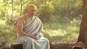 FACT CHECK: आईपीएल से ठीक पहले क्या धोनी ने अपनाया बौद्ध धर्म, जानिए क्या है वायरल हो रही फोटो की सच्चाई