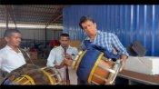 बैंडवालों के साथ सोनू सूद ने जमकर बजाया ढोल, बोले- शादियों के लिए करें बुकिंग, देखिए वीडियो