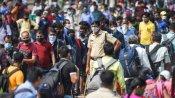 मुंबई के स्टेशनों पर प्रवासी मजदूरों की भीड़, रेलवे की अपील- ना घबराएं लोग