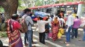 कर्नाटक: लॉकडाउन लागू होने से पहले बड़ी संख्या में बेंगलुरु से पलायन करते दिखे लोग