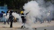 म्यांमार: हिंसक प्रदर्शन में 11 की मौत, हैंडमेड गन और चाकू लेकर सेना से भिड़ रहे प्रदर्शनकारी